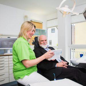 Beratungsgespräch vor der Parodontitisbehandlung