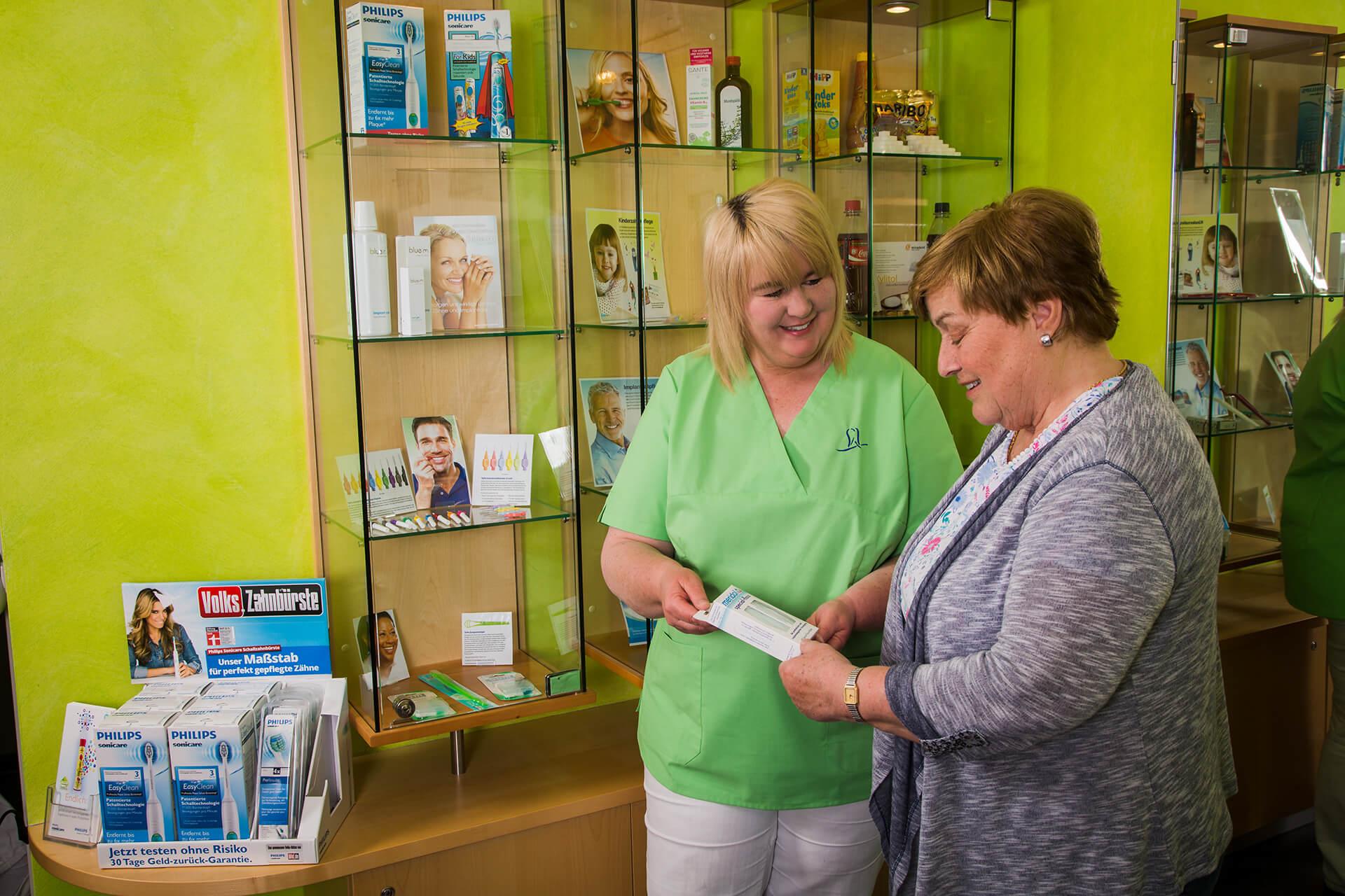 Beratung zur Mundpflege und Zahnpfelgeprodukten